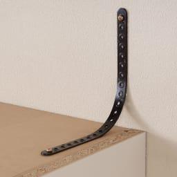 梁避け対応システムユニット 奥行54cmタイプ ハンガー&引き出し 転倒防止ベルトを付属。本体と壁に直接ネジを打ち込み、ベルトで固定します。