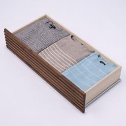 天然木横格子柄のローチェスト 幅90cm奥行44cm・4段 使用イメージ