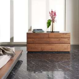 天然木横格子柄のローチェスト 幅90cm奥行44cm・4段 (使用イメージ)※写真は幅120cm・3段タイプです。