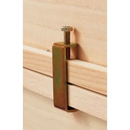 ウォークインクローゼット総桐着物収納シリーズ 盆収納4杯・高さ45cm 3段まで重ねて使えます。上下に重ねる場合は付属の連結コの字金具で裏側から固定します。