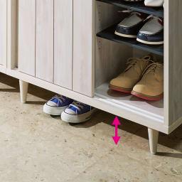 ヴィンテージ調シューズボックス 幅80cm 高さ101cm 靴が置けて掃除もラクな11cmの脚部スペース。