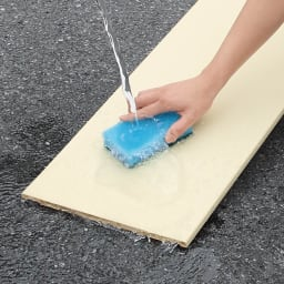 前面ミラー&板戸シューズボックス ミドルタイプ・幅89.5 高さ93cm 可動棚板はプラスチック製なので、外して水洗いでき、清潔に使用できます。