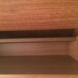 静かに閉まる薄型フラップシューズボックス シングル3段 幅90cm フラップ収納の棚内も美しく化粧されております。細かなところまでこだわった造りです。