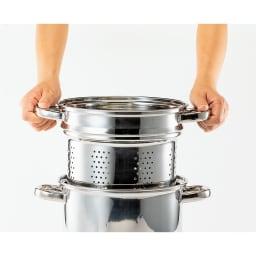 ステンレスパスタポット 湯切りに便利な中子付き。