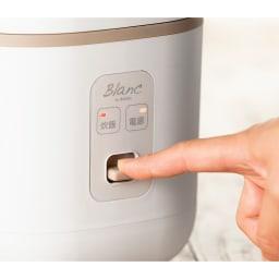 コンパクト炊飯器 操作はレバーを下げるだけ。