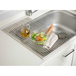 丸めて収納できる水切りスノコロロ20本組 (イ)ホワイト 仮の調理台としても活躍。