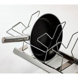 NEW引き出し用伸縮フライパン&鍋ラック 取り出しやすい取っ手置き付き。