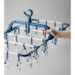 引っ張るだけで外せる40ピンチハンガー2個組 横のレバーでも開くフック。