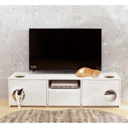 猫トイレを目隠しできる! ネコのくつろぎスペース付きテレビ台 幅180cm (イ)ホワイト木目 テレビ台としての機能性はもちろん、フラップ扉付きの収納部にはベッドやトイレがゆったり置ける設計。ネコちゃんのパーソナルスペースも同時に確保できます。