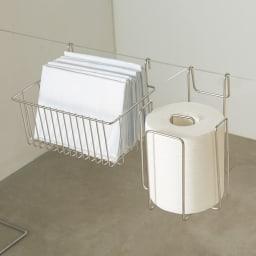 アクリル製ペットゲート 収納セット(ペーパーラック&ペットシートカゴ) ゲートに掛けて、トイレットペーパーやペットシーツを収納!