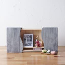 想ひ箱 日本製ミニ仏壇 ブラック・グレー (イ)グレー 故人様との語らいの場をご自宅で。リビングにも置きやすいコンパクトサイズです。