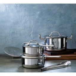 【特典2点付き】IH対応 服部先生のステンレス7層構造鍋「ジオ」 おすすめ3点セット おすすめ3点セットは16cm 片手鍋が汁物、18cm 片手鍋が副菜作り、20cm 深型両手鍋は主菜や蒸し料理に。「これさえあれば!」のセットです。(ディノス特典:トング、蒸し台)