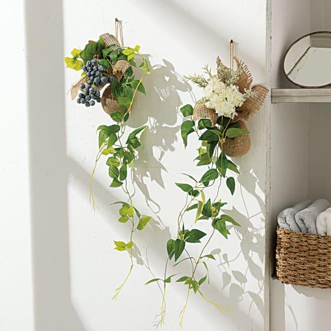 ピンで飾れる  エコストーン入り グリーンスワッグ 2個セット 左からベリー、ホワイトフラワー