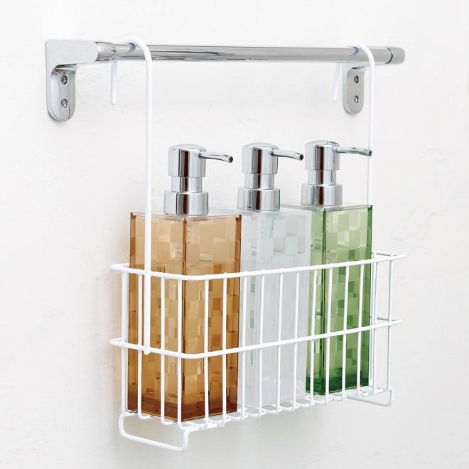 バーに吊るせる お風呂バスケット シャンプーボトルをタオルバーにかけて収納できます。(画像は【スリムタイプ】です)