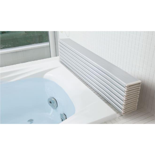 銀イオン配合 軽量・抗菌折りたたみ式風呂フタ サイズオーダー[色:シャンパンゴールド、シルバー] (イ)シルバー パタパタたたんでスリム収納。浴槽脇に置いてもスッキリ。