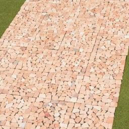 雑草が生えない天然石マット 同色12枚組 (ア)ピンク系使用例