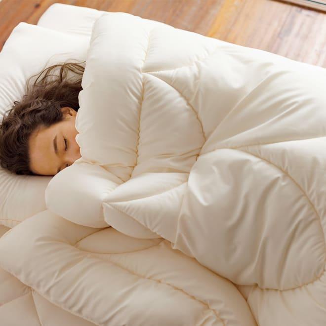 あったか洗える清潔寝具 掛け布団 使用イメージ ※お届けは掛け布団です。写真はシングルロングサイズです。