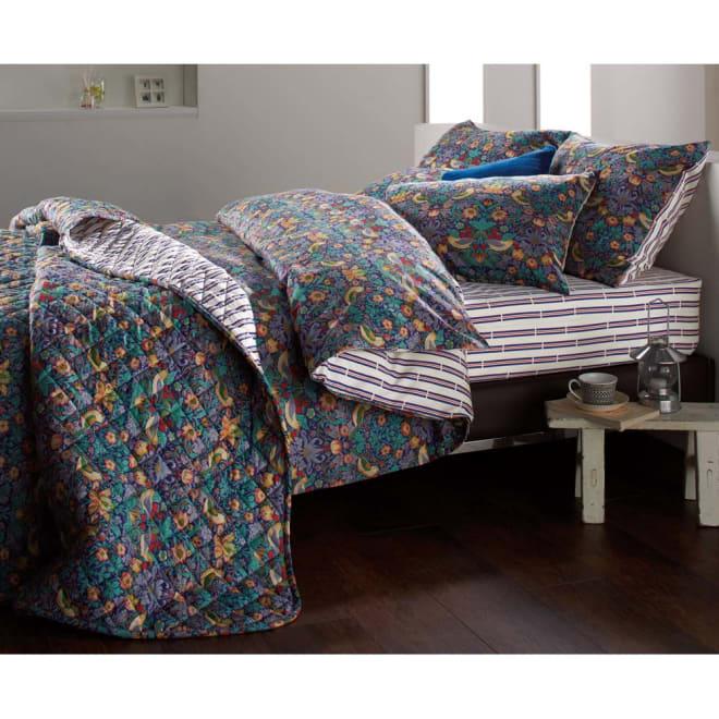 V&A ウィリアム・モリスデザイン いちご泥棒柄  掛け布団カバー (ア)ネイビー ※お届けの商品は掛け布団カバーです。