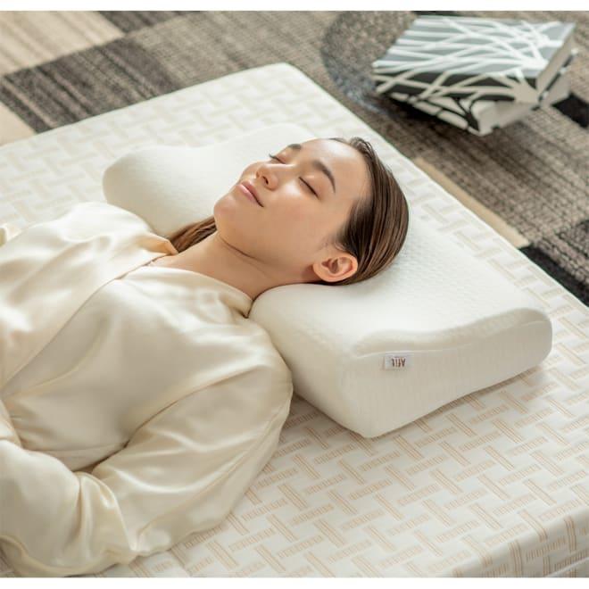 Afit高反発枕 高反発ウレタンの弾力が寝返りをサポート!枕を自分の高さに合わせられる調整シートも付いています。