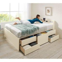 寝そべりながらタブレットが使えるベッド ポケットコイルマットレス(厚さ19cm)付き コーディネート例(ア)ホワイト ※写真はダブル。※引き出しは左右どちらにも設置できます。