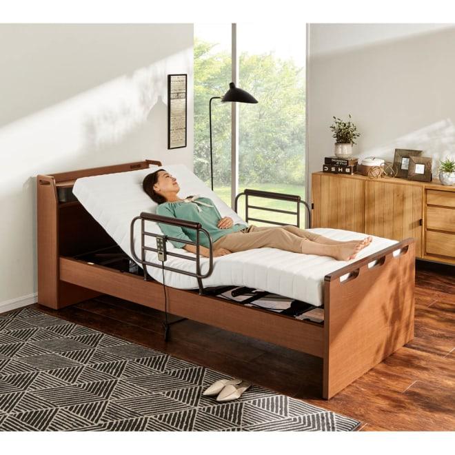 【非課税対象商品】照明付き電動リクライニングベッド コーディネート例(ア)ブラウン モダンなデザインに多機能をプラス。2モーターの快適で安心の電動ベッド。