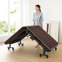 届いたらすぐに使える組立不要 高反発マットレスワンタッチ軽量折りたたみベッド 女性でも楽々折りたたみができる計量ベッド