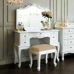 アンティーククラシックシリーズ ドレッサー&スツール 大きな鏡と美しい装飾が豪華な、スツール付ドレッサー。