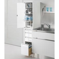 上品な清潔感のあるアクリル扉のキッチンすき間収納 幅15cm・奥行44.5cm 写真