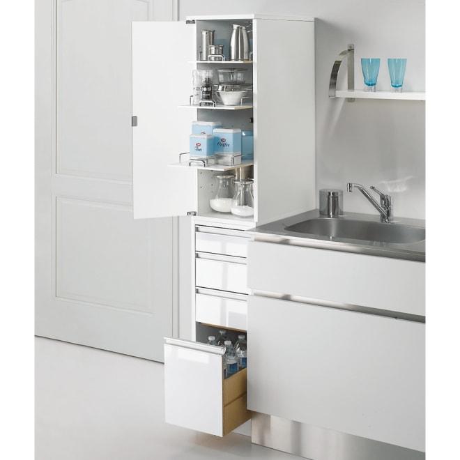 上品な清潔感のあるアクリル扉のキッチンすき間収納 幅15cm・奥行44.5cm (左開き) ※写真は幅30cm奥行55cmタイプです。