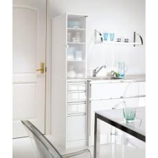 上品な清潔感のあるアクリル扉のキッチンすき間収納 幅30cm・奥行44.5cm 写真