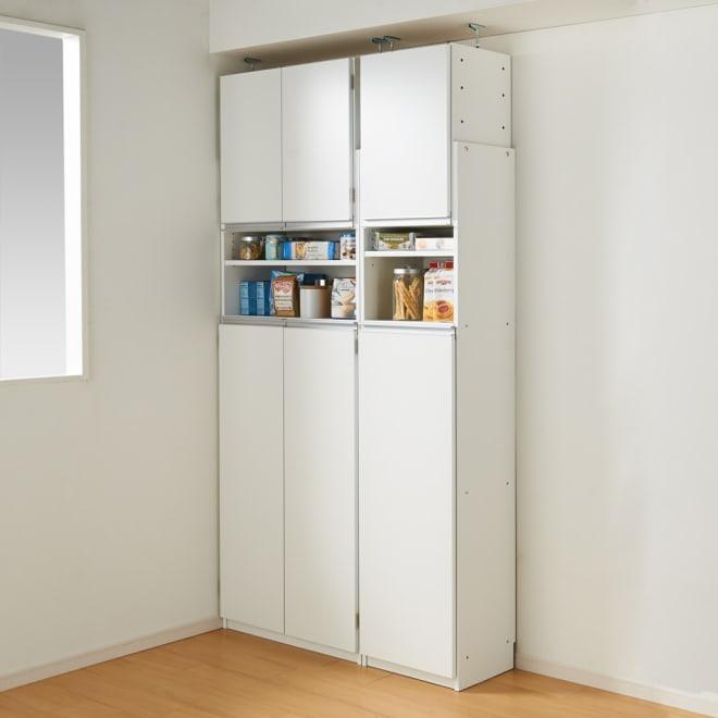 薄型で省スペースキッチン突っ張り収納庫 扉タイプ 幅75cm・奥行31cm (使用イメージ)※お届けは幅75cm・奥行31cmタイプです。
