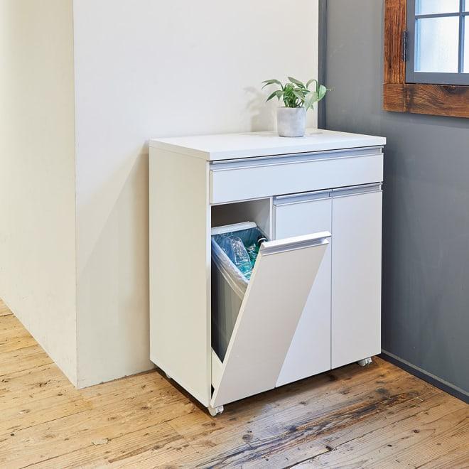 《3分別》ペールのふたが自動で開閉する 分別ダストワゴン 幅75cm (イ)ホワイト 清潔感あふれるホワイト。3分別に対応。