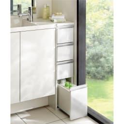 組立不要 収納物に優しい サニタリーすき間チェスト 幅20cm 洗面所などの水まわりの隙間を活用できる収納チェスト。前面の光沢感が清潔な洗面空間を演出します。