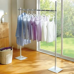 コンパクトに収納 2WAY物干しポールハンガー シングル 簡易的な室内物干しに便利なハンガーラックです。コンパクトな物干しとしてもおすすめです。