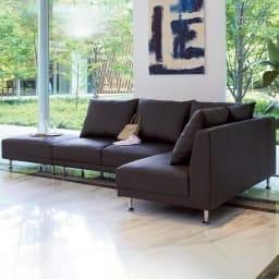 シンプルスタイルコーナーソファ お得な3点セット (イ)ダークブラウン 背面も前面と同じきれいな仕上げ。  壁付けに間仕切りにとお部屋に合わせてお使いいただけます。