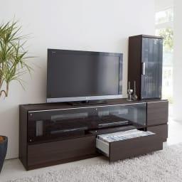 ソファや椅子からも見やすい高さ60cmの テレビ台 幅150cm (イ)ダークブラウン ※写真は(左)テレビ台幅150、(右)キャビネット幅60です。 テレビは40インチを置いています。
