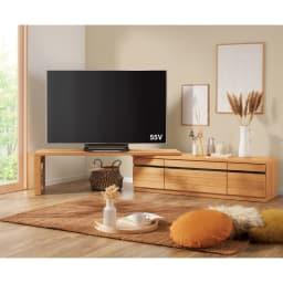 幅も角度も自由自在 天然木伸縮テレビ台 幅146~245cm (ア)オーク お部屋のコーナーに置けるので、部屋のどこからでもテレビが見やすくなります。