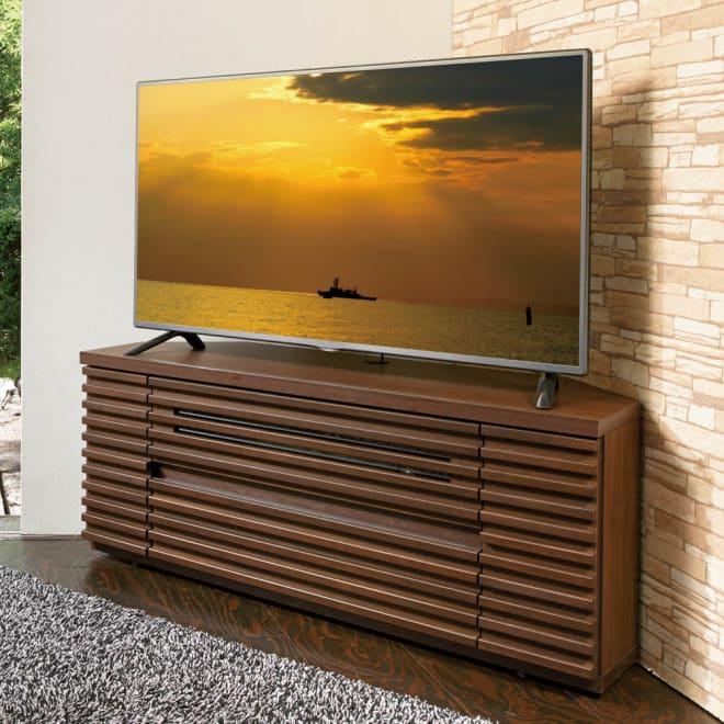 隠しキャスター付き天然木格子コーナーテレビ台幅120cm(隠しキャスター付き) コーディネート例(ア)ダークブラウン