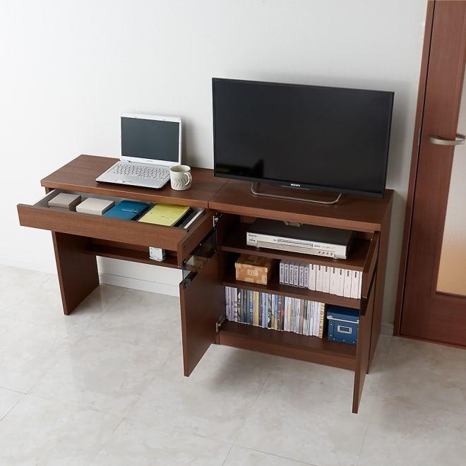 リビングギャラリーシリーズ デスク 幅80cm テレビ台とデスクを並べて、効率的に収納をかなえられます。 コーディネート例(イ)ダークブラウン ※お届けはデスク幅80cmです。