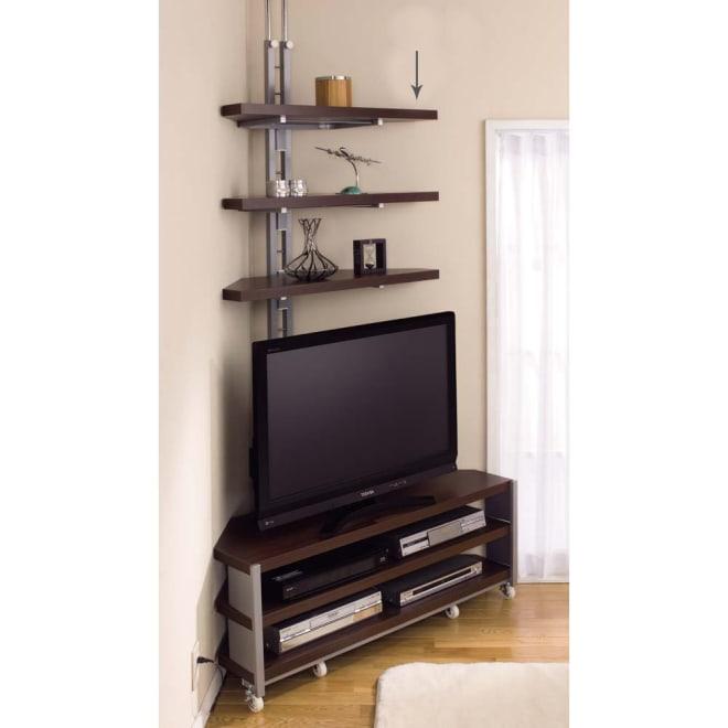 テレビ上の空間を有効活用できる突っ張り式スペースラック コーナーシェルフ 幅90cm・3段 ※お届けはテレビ裏のコーナーシェルフのみです。テレビ台は別売りです。