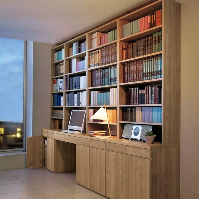 ホームライブラリーシリーズ デスク 幅80cm 突っ張りタイプ 使用イメージ(ア)ブラウン ※天井高さ240cm