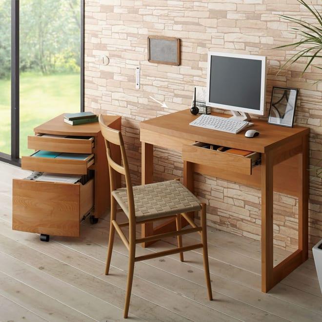 アルダー天然木 アールデザインデスクシリーズ デスク・幅80.5cm (ア)ナチュラル≪組合せ例≫ ※お届けはデスク幅80.5cmです。