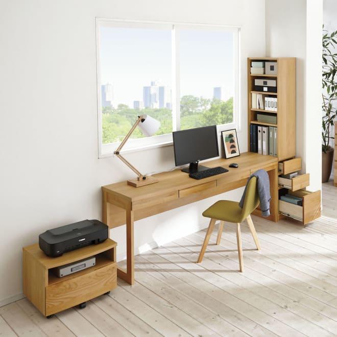 アルダー天然木 アールデザインデスクシリーズ デスク・幅180.5cm コーディネート例(ア)ナチュラル ※お届けはデスク幅180.5cmです。