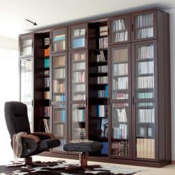 本格仕様 快適スライド書棚 タモ天然木扉付き・上置き付き 3列 本好きにはたまらない壁面スライド書棚。写真は組み合わせ例です。(ア)ダークブラウン