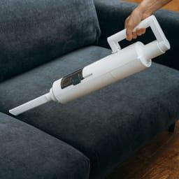 BALMUDA The Cleaner ハンディにもなる2WAY仕様。ソファや自動車の中の掃除もOK。
