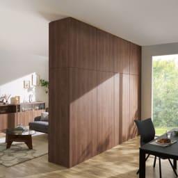 壁面間仕切りワードローブ ハンガーラック2段・幅80cm コーディネート例(オ)オリジナルウォルナット(裏面) 背面も美しい化粧仕上げ。