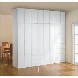 壁面間仕切りワードローブ ブレザー・幅60cm 表面から見ても、フラットな表情なのでどんなお部屋にも合います。