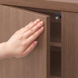 シンプルカウンター下収納庫(奥行22高さ87cm) 5枚扉タイプ 幅121.5cm 扉は軽く押すだけで簡単に開閉するプッシュ式。