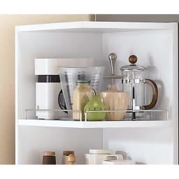 取り出しやすい2面オープンすき間収納庫 奥行44.5cm・幅15cm 棚は3cmピッチ5段階で調節可能。5段階の真ん中で棚を設定した場合、棚間は各々26cmになります。