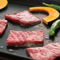 イワタニ カセットガスホットプレート焼き上手さん α(アルファ) 直火で2.1kWの高火力に加え、蓄熱性の高い分厚いプレートなので焼き肉がとっても美味しい!